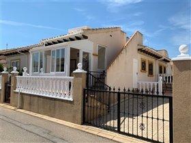 Cabo Roig, Property