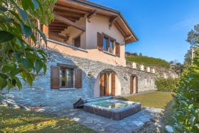 Image No.0-Villa / Détaché de 3 chambres à vendre à Menaggio
