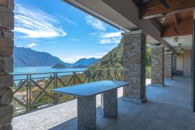 Image No.1-Villa de 4 chambres à vendre à Menaggio