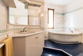 Image No.8-Villa de 4 chambres à vendre à Menaggio