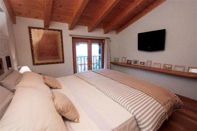Renovated-rustico-for-sale-Lake-Como