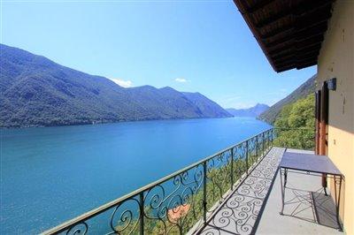 casa-con-terrazzo-e-vista-lago-in-vendita-in-valsolda