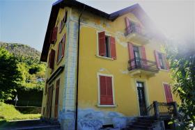 Image No.0-Villa / Détaché de 7 chambres à vendre à Casasco Intelvi
