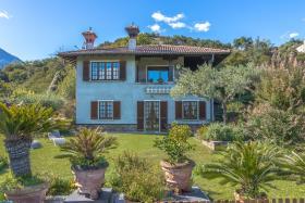 Image No.2-Villa / Détaché de 5 chambres à vendre à Menaggio