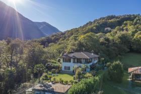 Image No.8-Villa / Détaché de 5 chambres à vendre à Menaggio