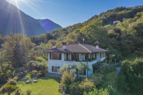 Image No.0-Villa / Détaché de 5 chambres à vendre à Menaggio