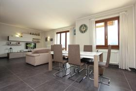Image No.3-Appartement de 3 chambres à vendre à Carlazzo