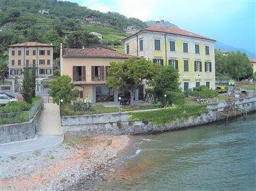villa-fronte-lago-in-vendita-sul-lago-di-como