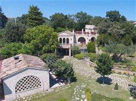 Santa Maria Imbaro, Villa
