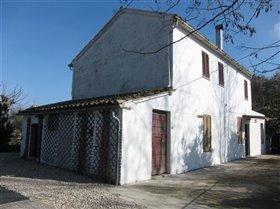 Image No.1-Maison de campagne de 3 chambres à vendre à Teramo