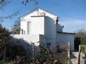 Image No.2-Maison de campagne de 3 chambres à vendre à Teramo