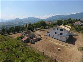 Image No.0-Maison de 7 chambres à vendre à Civitaguana