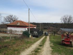 Ari, Cottage