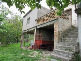 Tornareccio, Townhouse