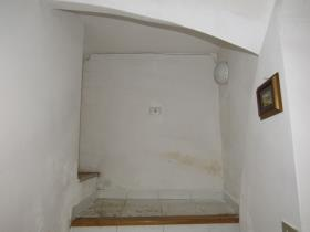 Image No.17-6 Bed Townhouse for sale