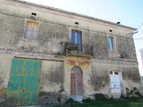Image No.2-9 Bed Farmhouse for sale