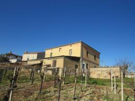 Image No.0-9 Bed Farmhouse for sale