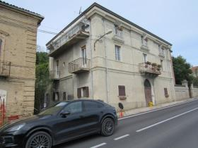 Image No.2-10 Bed Townhouse for sale