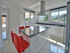 Image No.28-4 Bed Villa / Detached for sale