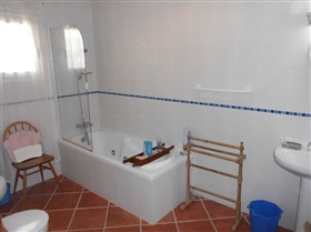 Image No.23-4 Bed House for sale