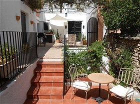 Image No.0-7 Bed House for sale