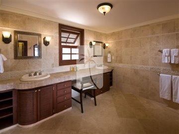 8045-1573lrgbathroom