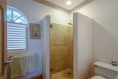 57068-hi20five20bathroom202