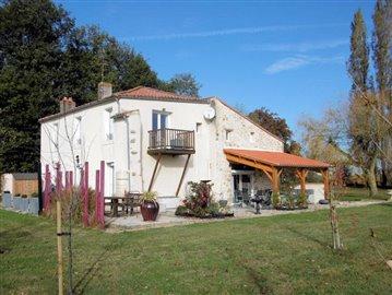 1 - La Caillère-Saint-Hilaire, Maison de campagne