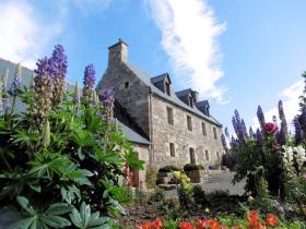 Saint-Quay-Perros, Country House