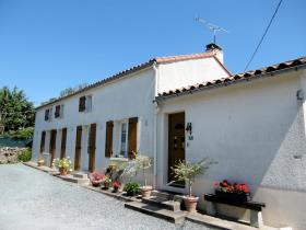 Image No.1-3 Bed Farmhouse for sale