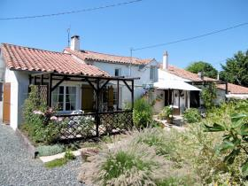 Image No.21-3 Bed Farmhouse for sale