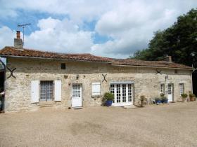 Image No.0-Propriété de pays de 6 chambres à vendre à Coulonges-sur-l'Autize