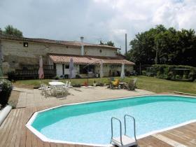 Image No.2-Propriété de pays de 6 chambres à vendre à Coulonges-sur-l'Autize