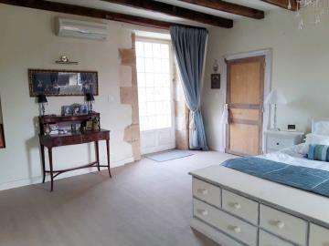 021-Master-Bedroom-with-door-to-terrace