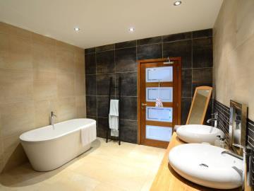 1---LM-Bedroom-Etioles-Bathroom