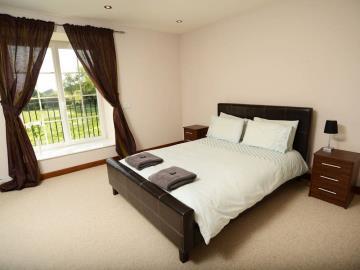 1---LM-Bedroom-Etioles