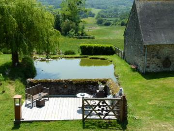 Terrace-with-pond