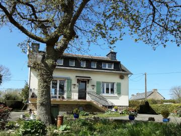 1 - Plounévez-Moëdec, House