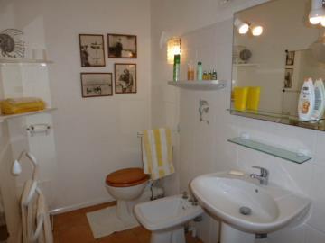 21-studio-bathroom