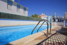 Image No.0-Maison / Villa de 4 chambres à vendre à Manta Rota