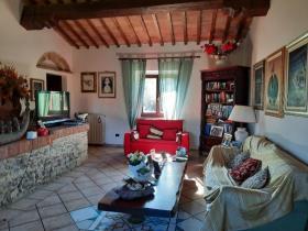 Image No.4-Ferme de 9 chambres à vendre à Chianni