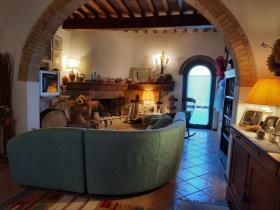 Image No.3-Ferme de 9 chambres à vendre à Chianni