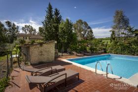 Image No.0-Ferme de 6 chambres à vendre à Montecatini Val di Cecina