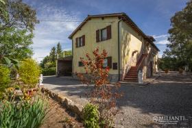 Image No.2-Ferme de 6 chambres à vendre à Montecatini Val di Cecina