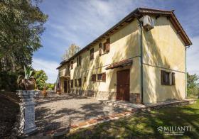 Image No.1-Ferme de 6 chambres à vendre à Montecatini Val di Cecina