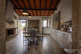 Image No.7-Ferme de 6 chambres à vendre à Montecatini Val di Cecina