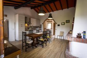 Image No.10-Ferme de 6 chambres à vendre à Montecatini Val di Cecina