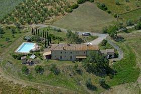 Image No.1-Ferme de 11 chambres à vendre à Pomarance
