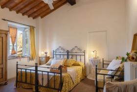 Image No.15-Ferme de 11 chambres à vendre à Pomarance