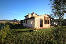 Image No.2-Chalet de 3 chambres à vendre à Volterra